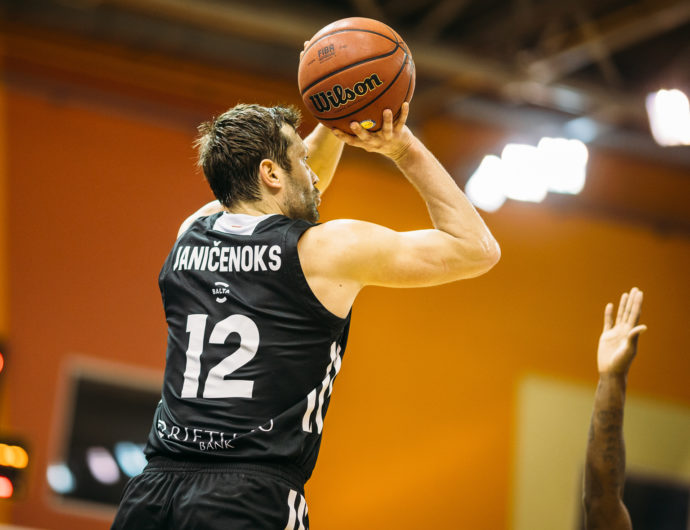 VEF Pulls Away Late vs. Tsmoki