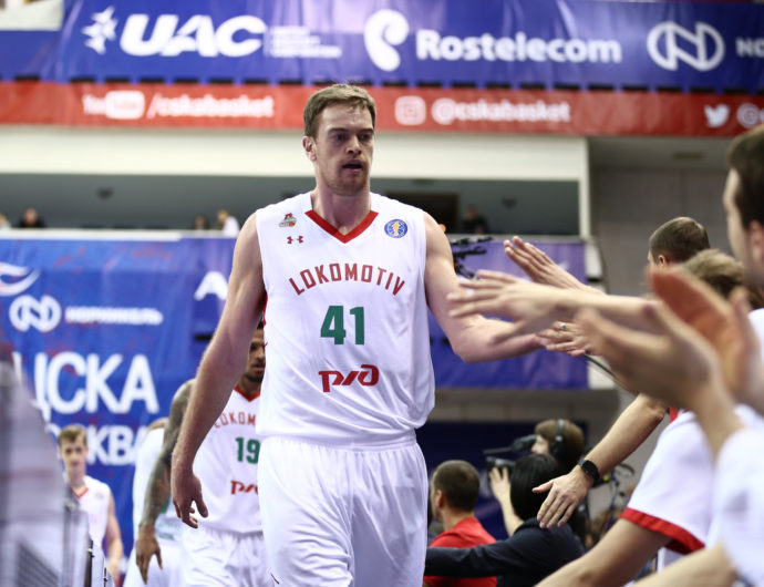 Qvale Enjoying Basketball In Russia