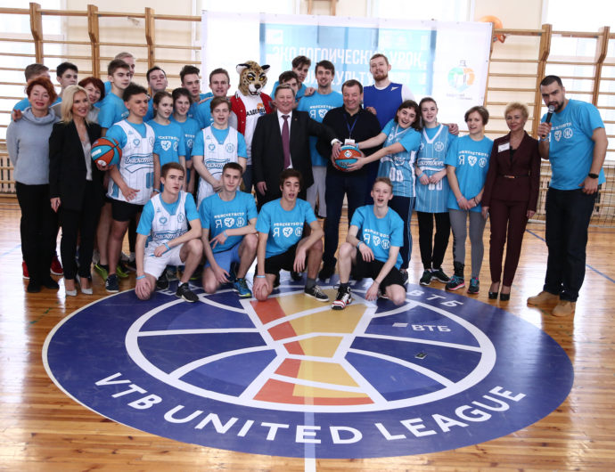 """League Hosts """"Eco-Friendly Phys Ed"""" Class At St. Petersburg Gymnasium"""