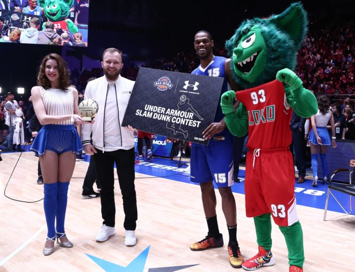 Frank Elegar Wins UNDER ARMOUR Slam Dunk Contest