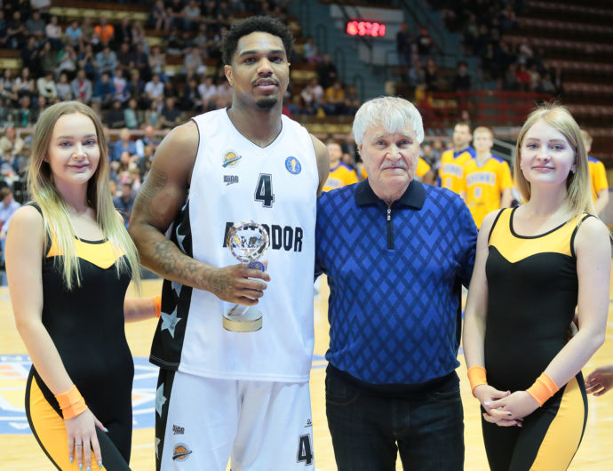 Коти Кларк — MVP апреля