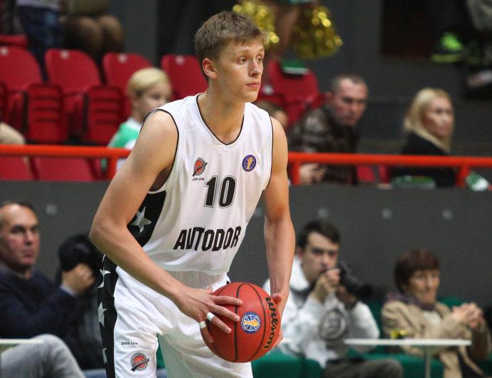 В погоне за мечтой: Михайловский, Захаров и Савков стремятся в большой баскетбол