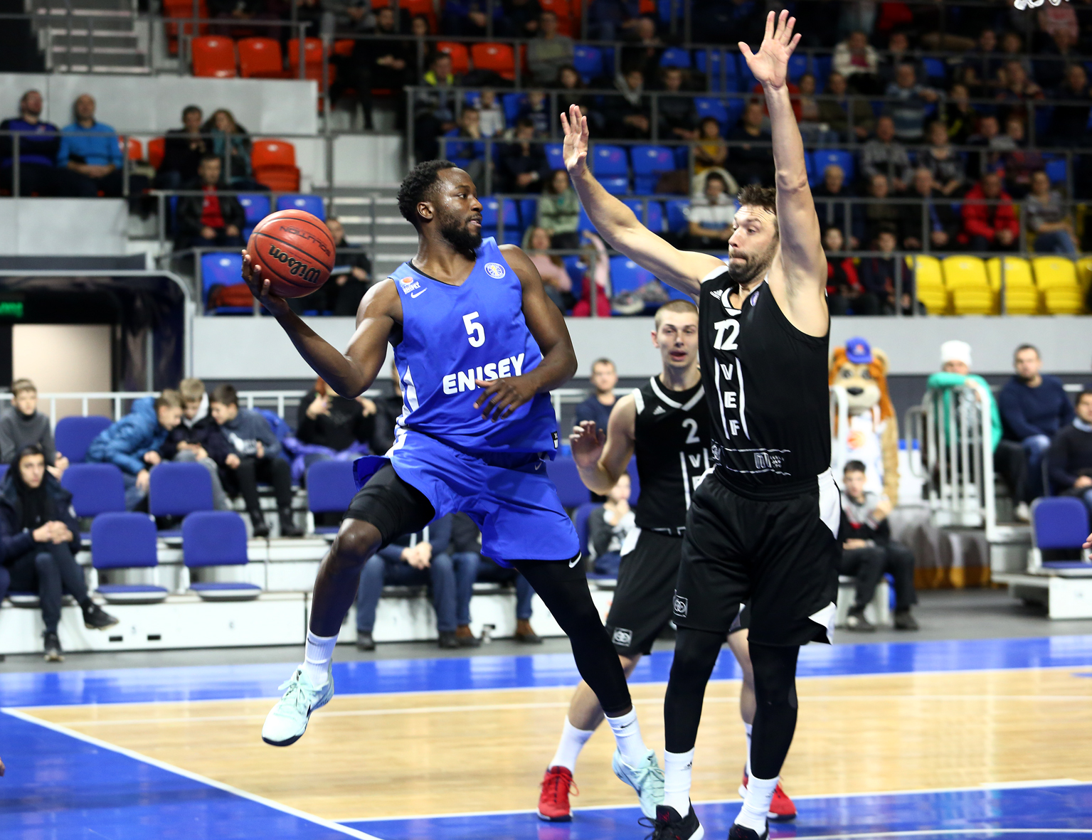 Enisey Upends VEF With Late Rally