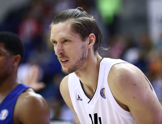 Kaspars Berzins signs with Avtodor