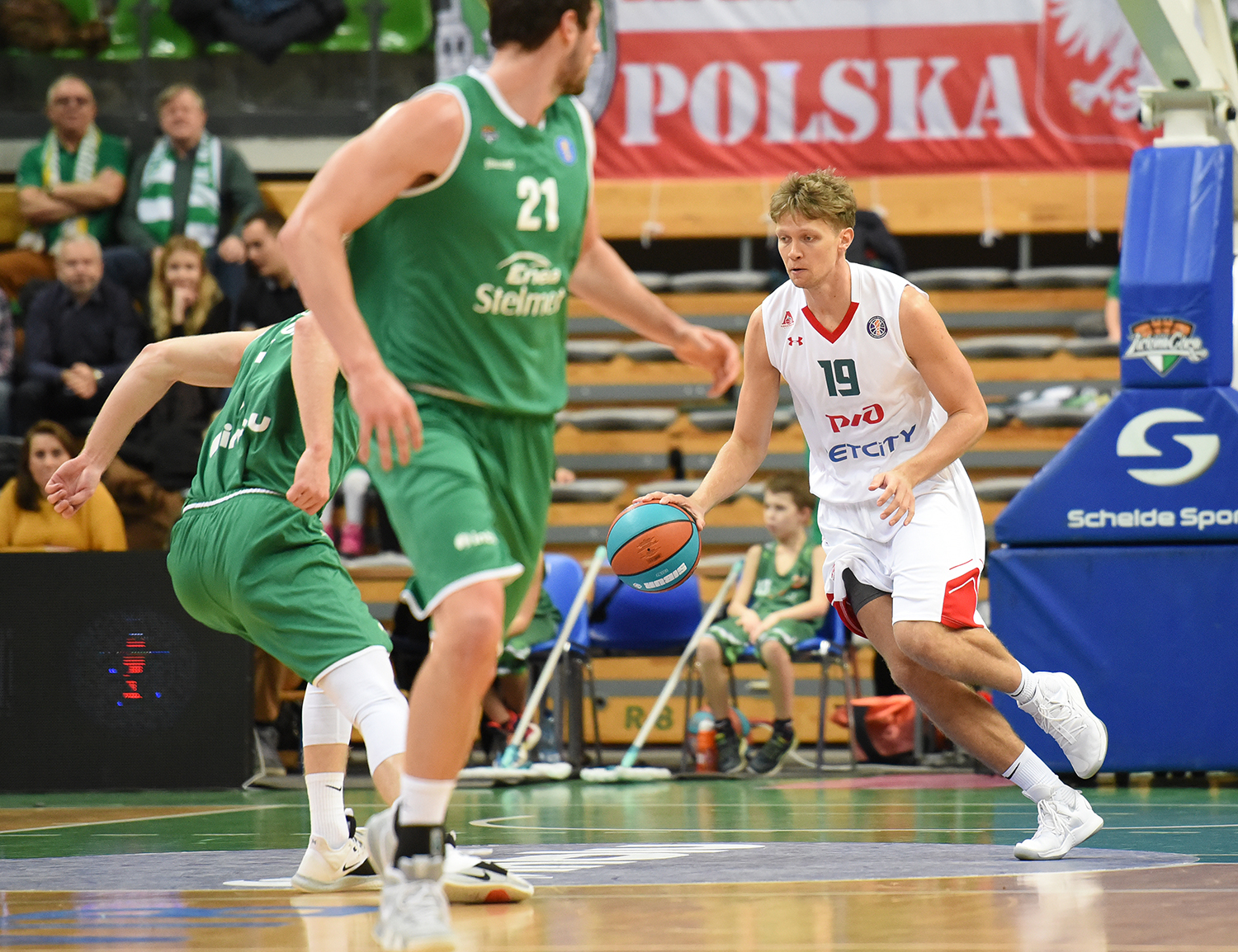Lokomotiv withstand in Poland and keep third spot