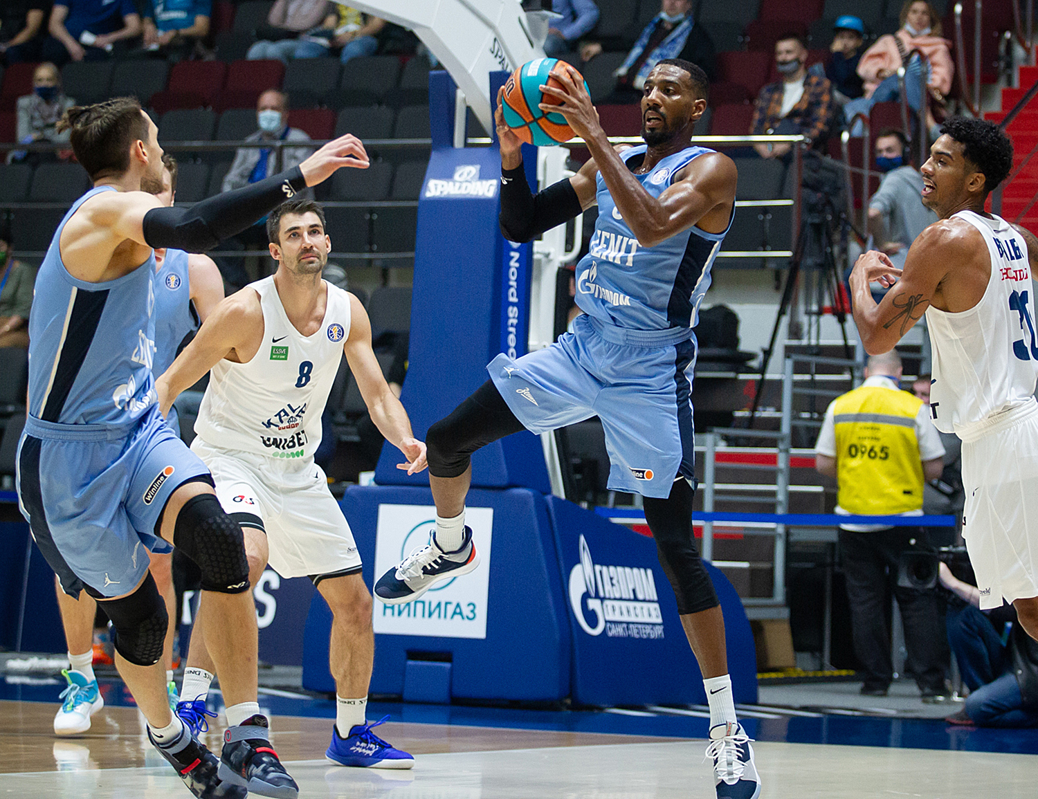 Zenit run away from Kalev in the ending and keep 1st place