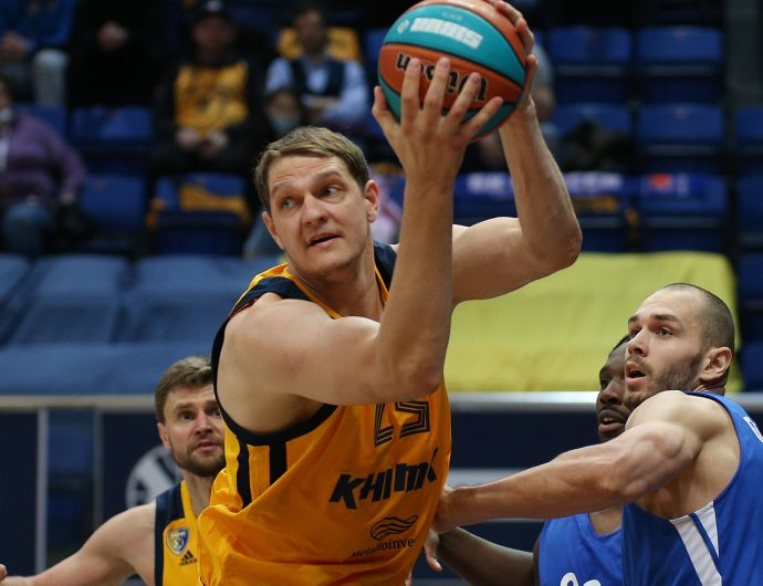 Timofey Mozgov comes back to League, Khimki clinch play-offs
