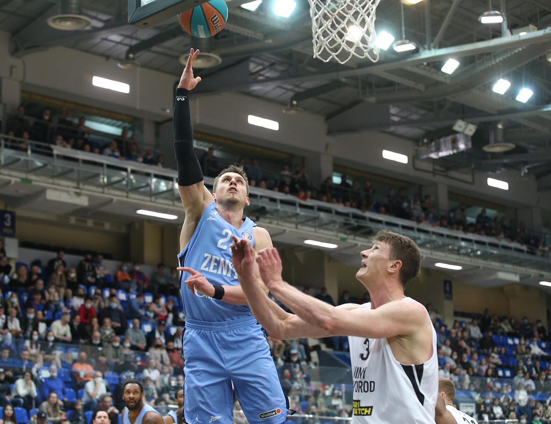 «Зенит» завершает регулярный сезон победой в Нижнем Новгороде