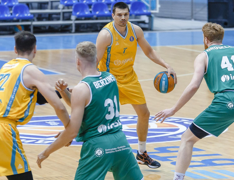 «Астана» догоняет «Енисей» благодаря победе над «Зелена Гурой»