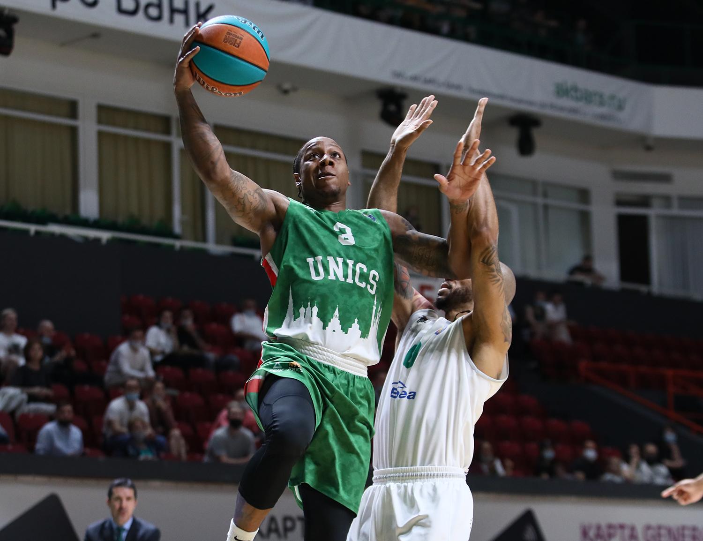 УНИКС побеждает в первом четвертьфинальном матче «Зеленого Дерби»