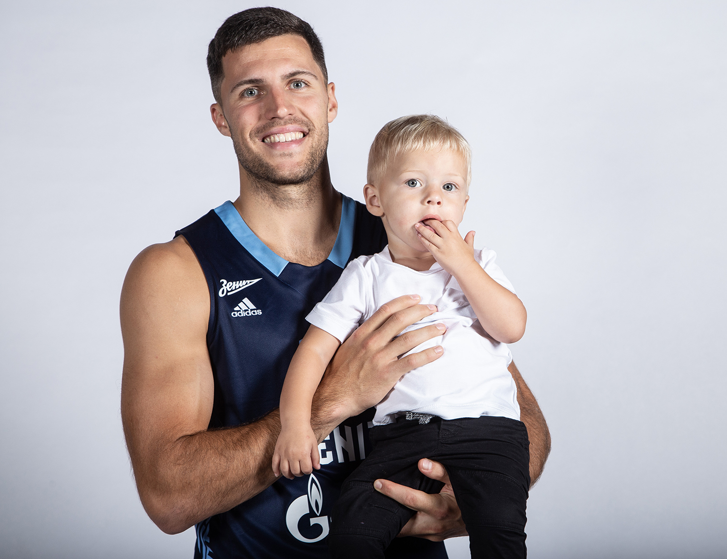 The power of Alex Poythress, Sergey Karasev's tattoos and Billy Baron with his son. How was Zenit's media day.