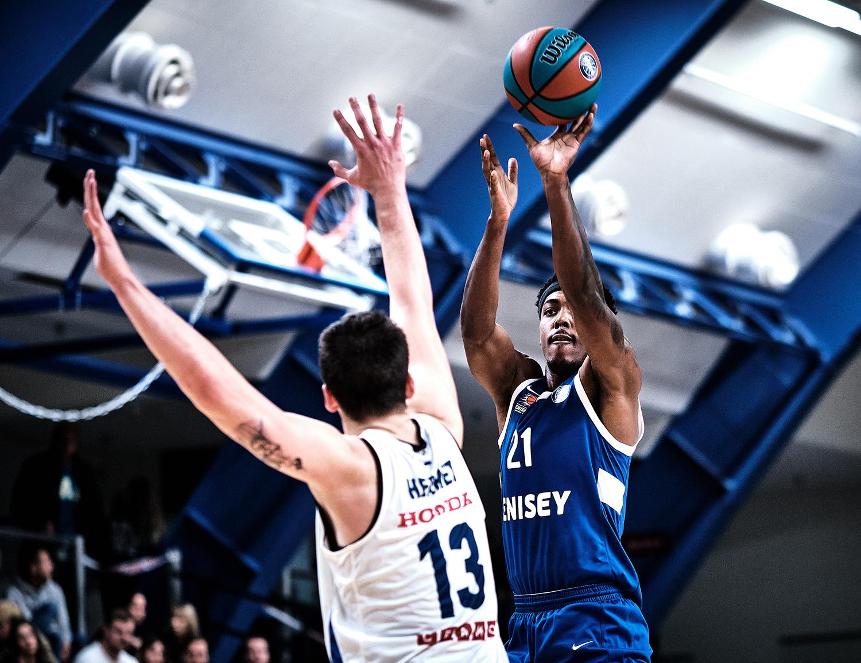 «Енисей» начинает сезон с яркой победы в Таллине